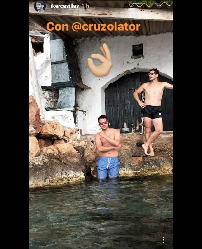 Iker Casillas junto a su amigo de vacaciones