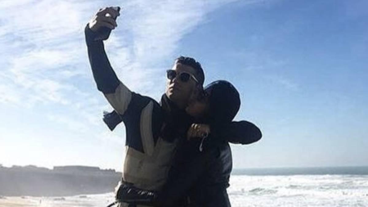 Cristiano Ronaldo Y Georgina Felices Y Enamorados En Las Playas De