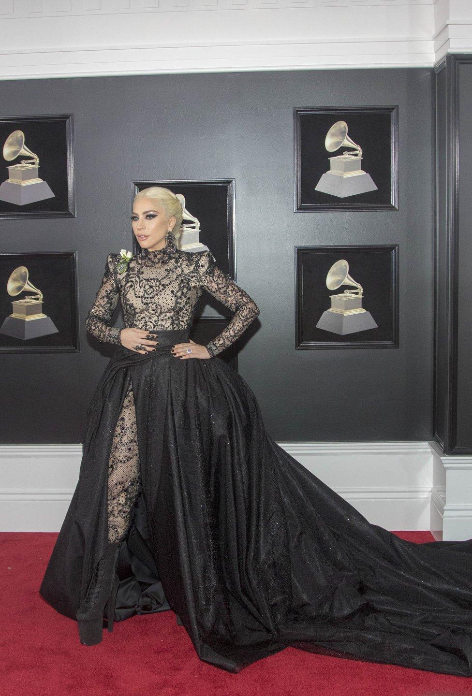 La cantante estadounidense Lady Gaga posa a su llegada al Madison Square Garden de Nueva York, para participar de la 60 edición de los Premios Grammy. Miguel Rajmil/EFE