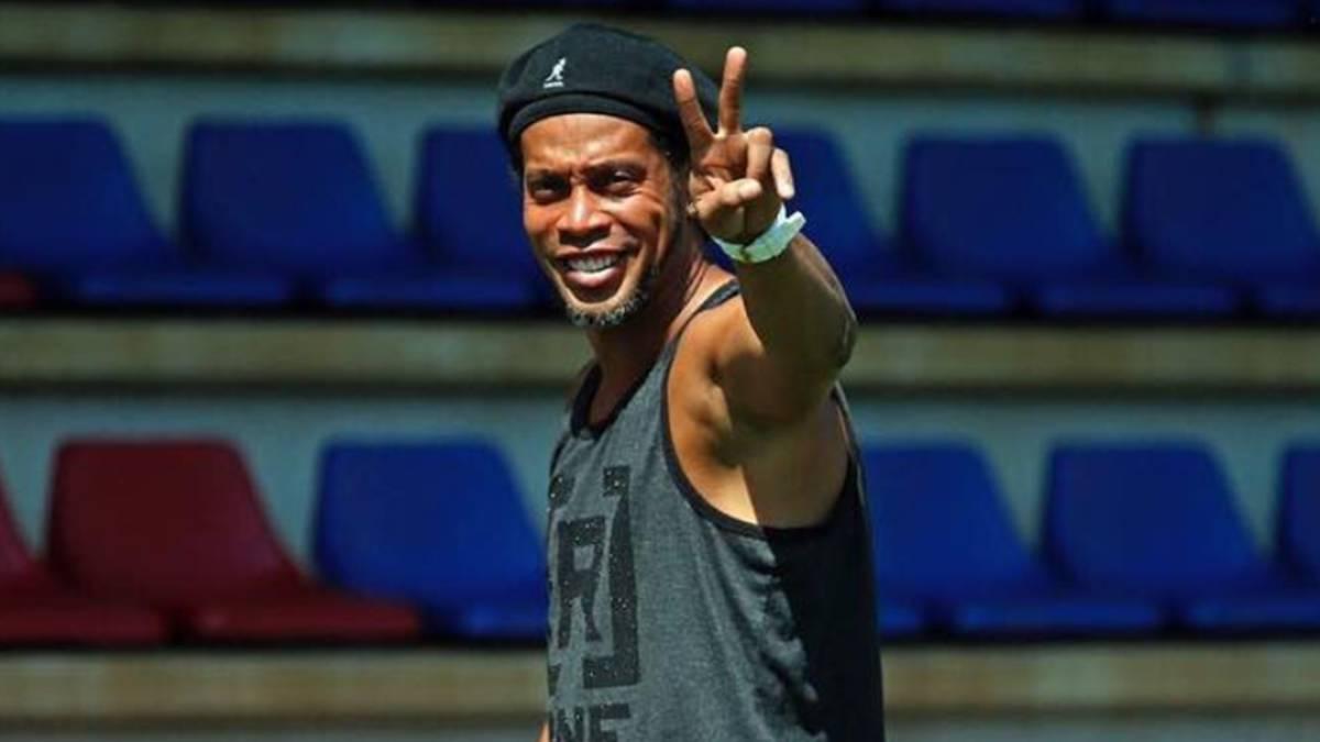 Insólito: Ronaldinho se casará con dos mujeres a la vez