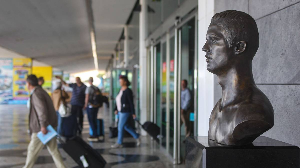 Busto de Cristiano Ronaldo es cambiado en aeropuerto de Madeira