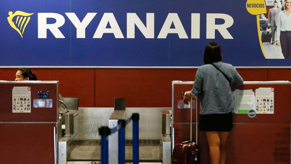 179859c68 Ryanair comenzará a cobrar por la maleta de mano a partir de noviembre
