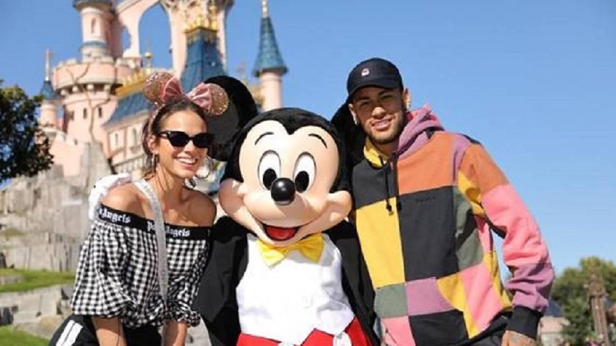 Neymar Festeja El Aniversario De Mickey En Disneyland Paris As Com