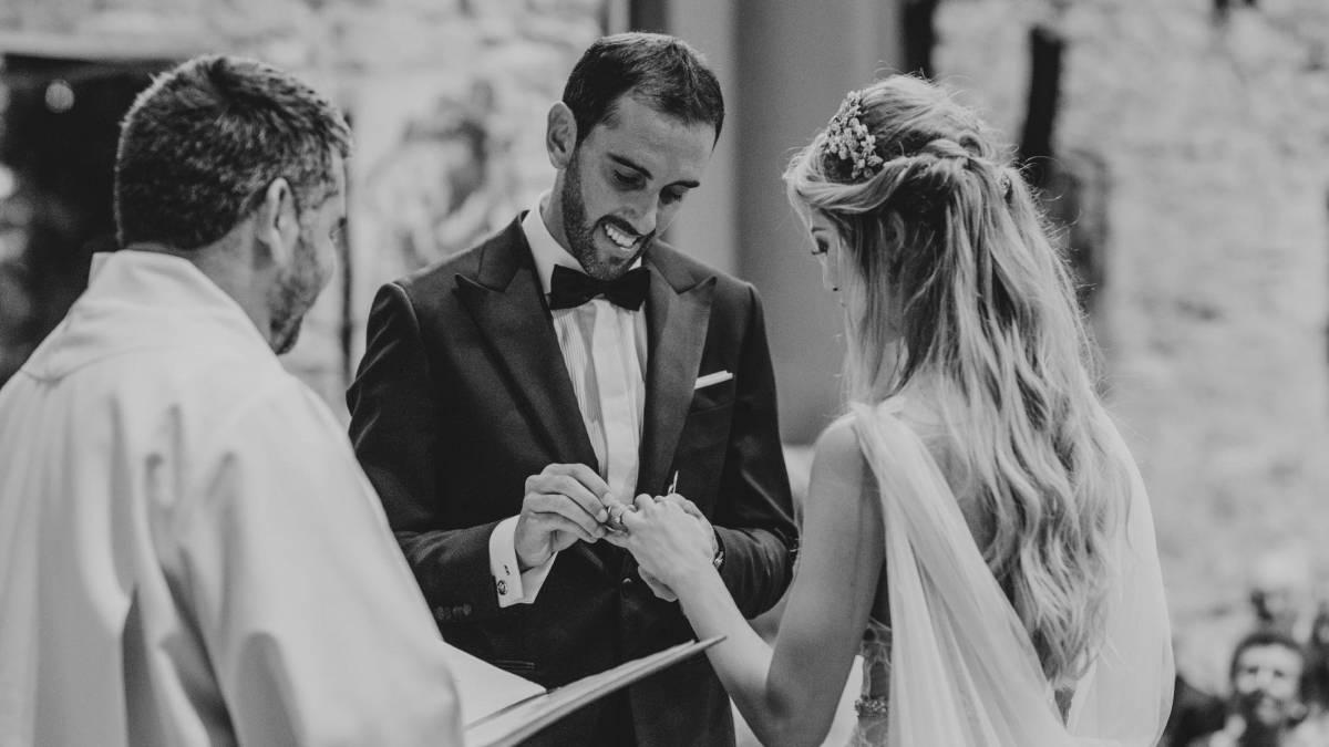 Griezmann llegó a Uruguay para boda de Godín