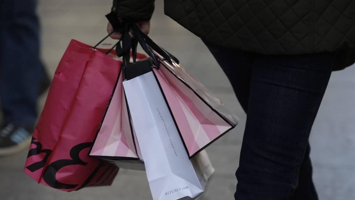 62534645c15c Se adelantan las rebajas  qué tiendas las tienen - AS.com