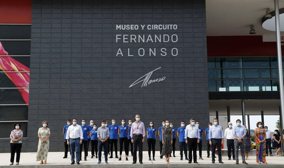 Sus Majestades los Reyes don Felipe VI y doña Letizia visitarón el Museo de Fernando Alonso.