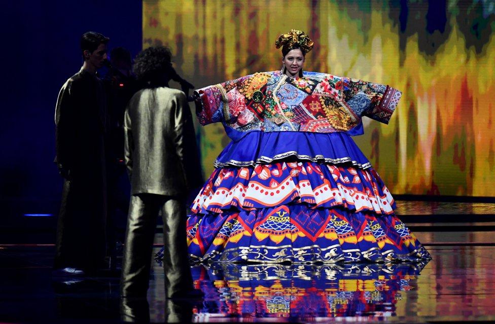 Manizha, de Russia con su espectacular vestido.
