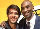 Kaká asistió al juego de los Lakers y pasó un rato con Kobe