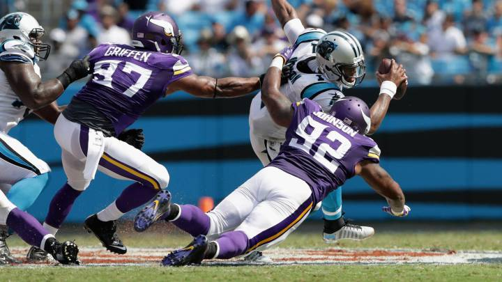 Los Vikings atropellan a Cam Newton que sufrió ocho sacks