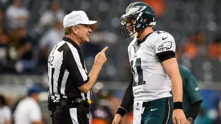 A los árbitros de football les cuesta saberse el reglamento
