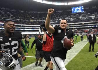 El Azteca fue negro y plata en la noche triunfal de los Raiders