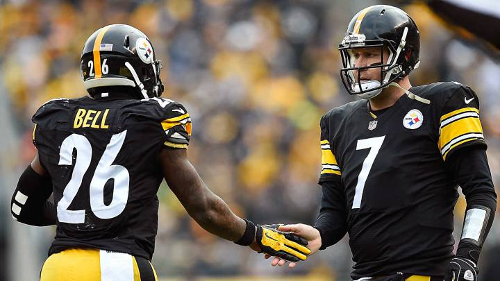 Tridentes como el de los Pittsburgh Steelers, que componen Le´Veon Bell, Ben Roethlisberger (derecha) y Antonio Brown causan sensación en la NFL.