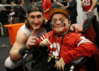 Un fan de Ohio State con distrofia muscular anota un touchdown