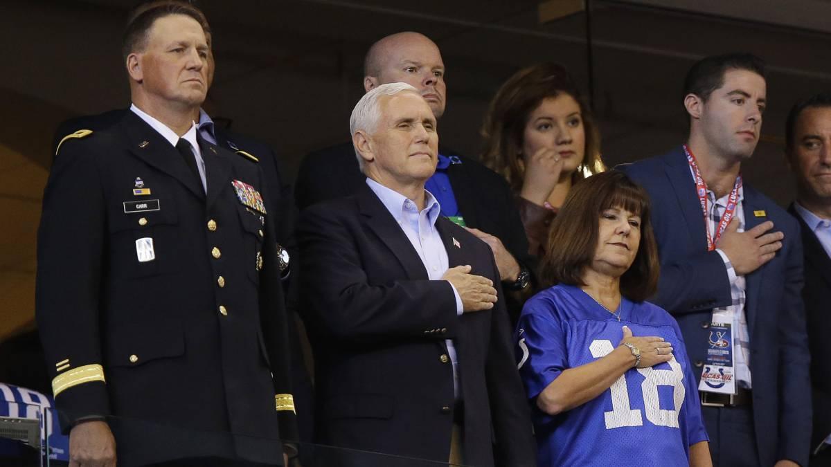 NFL: Vicepresidente deja juego cuando se arrodillan en himno