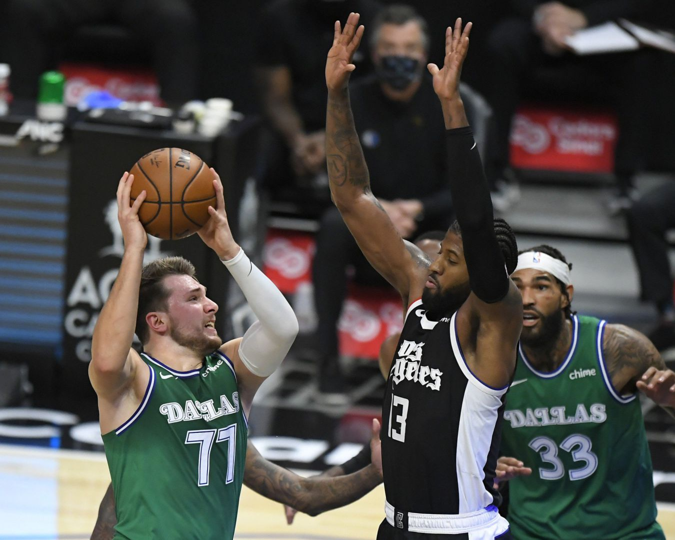 Los Mavericks, que ganaron con ventaja de 51 puntos ante los Clippers (124-73), se llevaron la ventaja en la primera mitad por 50 unidades, la más amplia en la historia de la NBA.