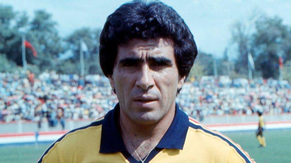 """El """"Maestro"""" dejó huella en el Club América y es considerado uno de los más grandes extranjeros en la historia del club y de la Liga MX. También ha tenido experiencia como entrenador de las Águilas, Tampico Madero, Atlas, Tigres, Querétaro y León, por mencionar algunos equipos."""