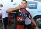 Podolski se marcha de Río con la camiseta de Flamengo