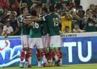 'Chicharito' Hernández y Alanís resuelven un partido cómodo