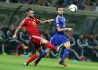 Nainggolan y Courtois le dan un punto a Bélgica