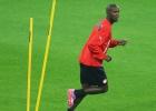 Abidal desmiente que haya un acuerdo con el Barça