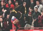 La terrible patada de Cantona a un hincha cumple 21 años