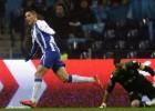 Un fantástico Tello tumba al Sporting con un 'hat-trick'