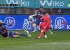 La mano clara de Ekiza que provocó el primer gol de Messi