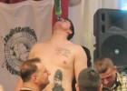 La nueva habilidad de Milicic: beber cerveza sin las manos