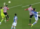¿Hubo falta de Aduriz a Rulli? ¿Y penalti de Mikel González?