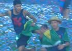 ¡Beso de Neymar a Masche y patada voladora a Adriano!