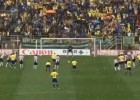 El penalti de la polémica por el que el árbitro salió escoltado