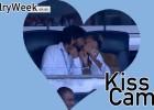 Andrea Pirlo y su novia fueron 'víctimas' de la Kiss-cam