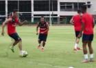 Mesut Özil y Santi Cazorla llenan de lujos la práctica