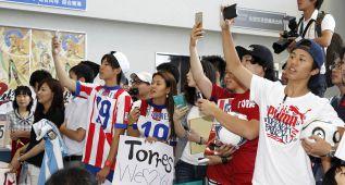Locura rojiblanca en la llegada del Atlético a Japón
