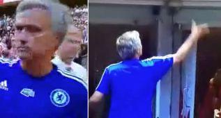 Wenger evitó a Mourinho y este tiró la medalla a la grada