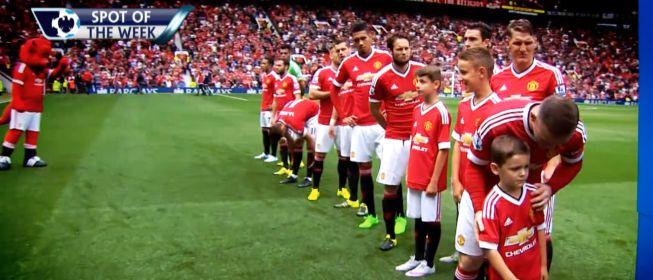 El niño del Man United que no quería saludar al trío arbitral