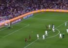 La estirada de Kameni al tiro envenenado de Leo Messi