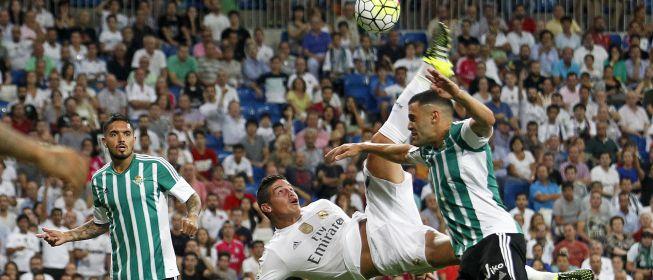 Así ejecutó James la chilena que asombró al Bernabéu