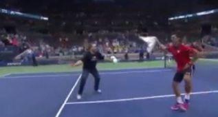 El curioso baile de Djokovic con un aficionado tras ganar