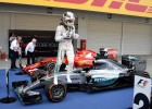 Hamilton triunfa y desastre en McLaren, Alonso undécimo