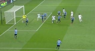 El horrible despeje de Kane que terminó en un gol en propia