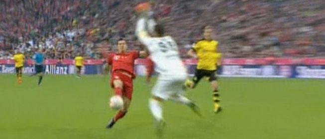 Lewandowski superó a Burki y su peculiar 'salto de la rana'