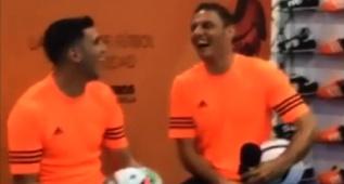 El nuevo chiste de Joaquín que hizo llorar de la risa a Reyes