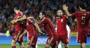 Dobletes de Cazorla y Alcácer para llevar a España a la Euro