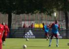 La última de Thiago y Douglas Costa: ¡Pases con el hombro!