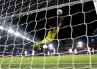 Otro golazo de Willian de libre directo para aliviar al Chelsea