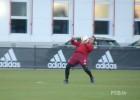 Lewandowski, Thiago, Douglas Costa y su show de controles