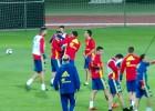El pelotazo a Cazorla que desató las risas de La Roja