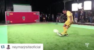 Neymar se supera en un nuevo desafío: ¡rabona de 100 puntos!