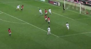 De un tiro en propia al palo a marcar un gol ¡en 12 segundos!